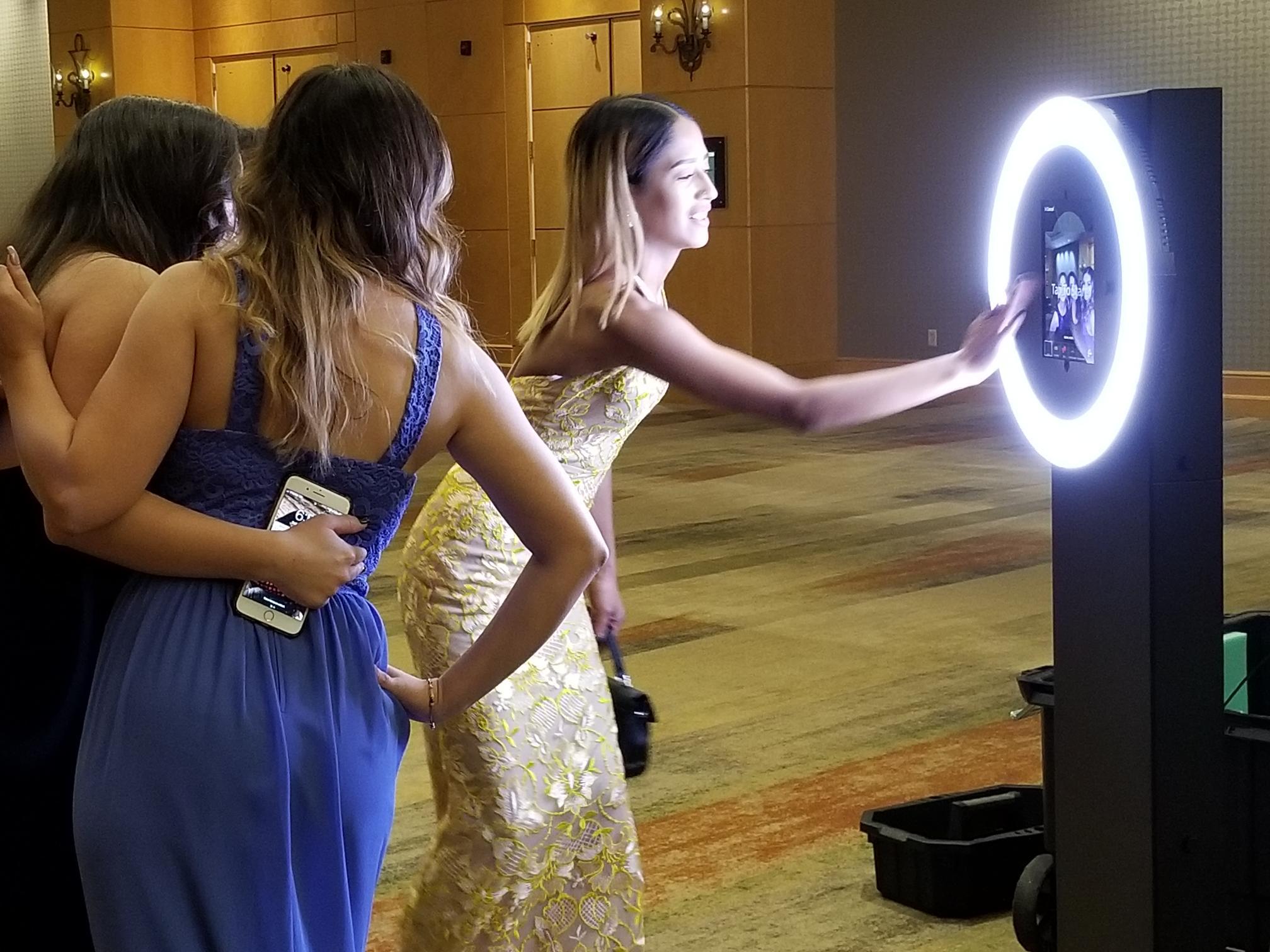 Selfie Shotz Digital Booth - Crazy Shotz Photo Booth